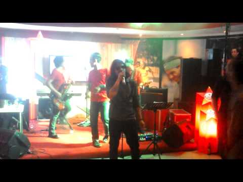 VIolet Band feat Ariyo Wahab Papa Rock N Roll