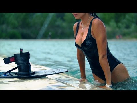 GIRLS OF WAKEBOARDING