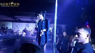 Download Mp3 Setia Band -  Aku Terjatuh /  Gerimis Mengundang