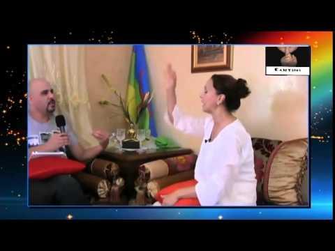 une marocaine berb re remet les pendules a l 39 heure youtube. Black Bedroom Furniture Sets. Home Design Ideas