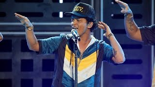 "Bruno Mars ELECTRIFIES With ""24K Magic"" Performance At The 2016 AMAs"