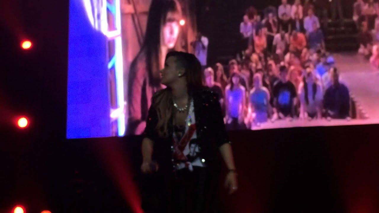 Download Demi Lovato in Chile: The Neon Lights Tour