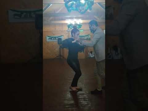 Bailando Bachata Con José Herrera