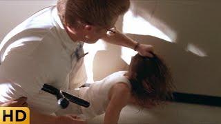 Охранники избивают Сару в больнице. Терминатор 2: Судный день.