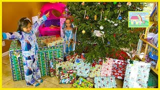 Christmas Morning Opening Presents | Elsa Toys & Princess Carriage 24v Ride-On