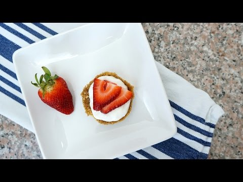 Mini Fruit Tarts with Greek Yogurt and Graham Cracker Crust