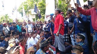 Download Video Ribuan Driver Konvensional Beraksi Di Kantor Gubernur Bali, Tolak Keberadaan Taksi Online MP3 3GP MP4