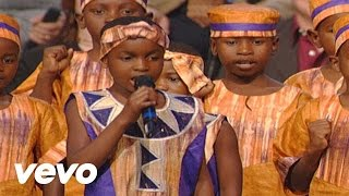 Bill & Gloria Gaither - Walking in the Light  [Live] ft. The African Children