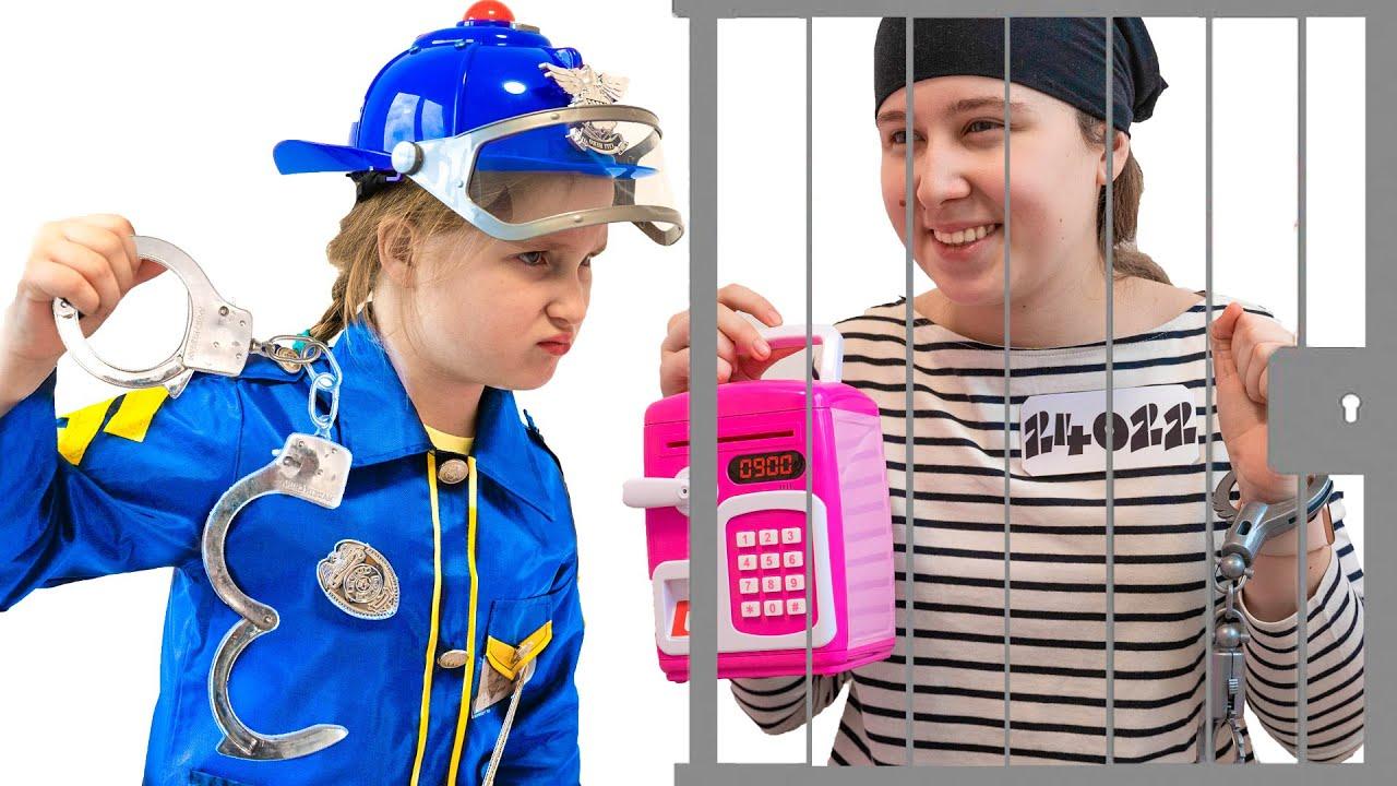 Аня как полицейский спешит на помощь | Правила поведения для детей