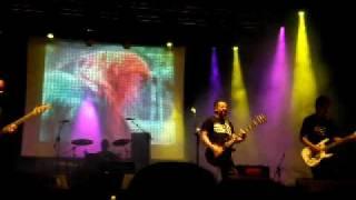 """ingreso cadaver  """"Flores de goma 2"""" live 2008"""
