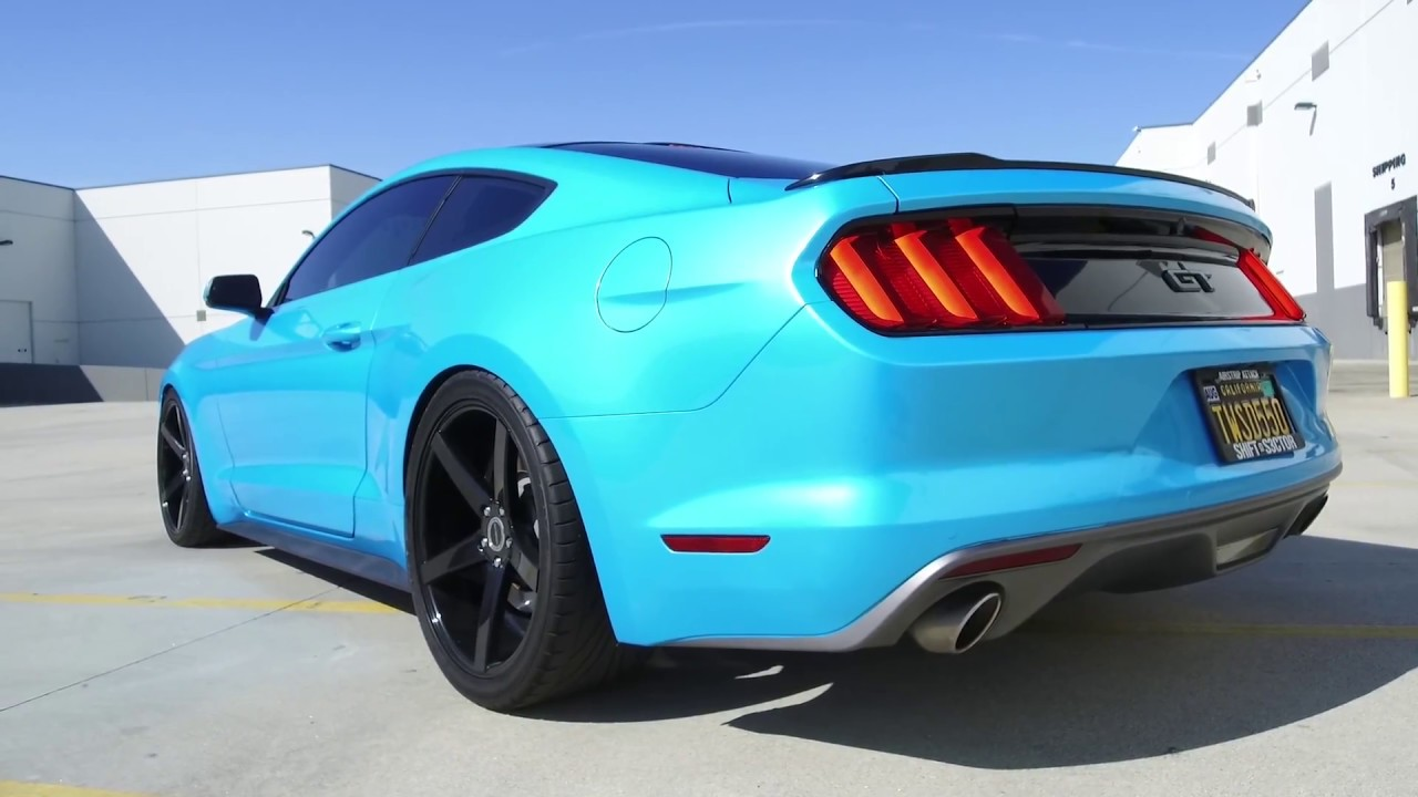 Ford Mustang GT wrapped metalic blue on Strada Perfetto ...