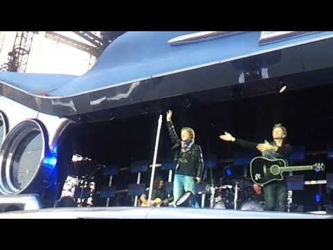 Bon Jovi Stuttgart:Marko singt Wanted ...