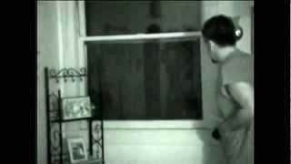 Extraterrestre se asoma a la ventana - Caso Stan Romanek thumbnail