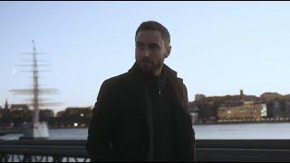 Смотреть клип Måns Zelmerlöw - Alone On Christmas Eve