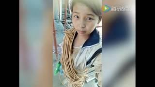 这位20岁女孩在工地的自拍!震惊了蚌埠所有强壮的男人 thumbnail