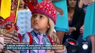 Pai e filho que imitam Tiririca dão show e animam plateia no Domingo Show