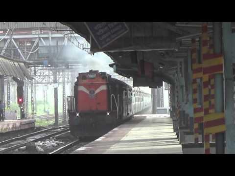 DIESEL AGGRESSION IN SUBURBAN MUMBAI : Latur-Mumbai CST Superfast Express Destroys Bhandup