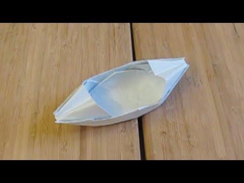 Papercraft Le bateau en papier qui flotte sur l'eau (origami)
