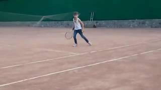 Учимся играть в большой тенис. Learning to play in the big tennis.