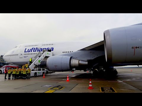 FROM FRANKFURT TO BERLIN WITH A LUFTHANSA BOEING 747 | Economy Class