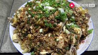 农村四哥:王四一家吃年夜饭,老爸专门整了张超大号桌子,真是热闹
