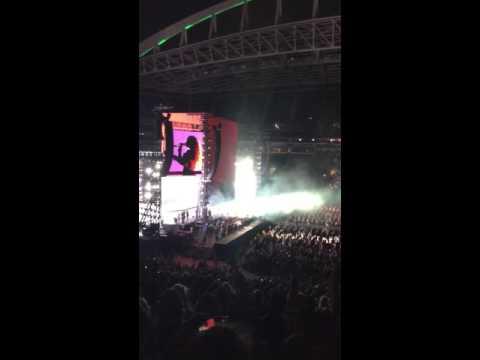 'Bow Down' Live At Centurylink Field, Seattle, WA (5/18/16)