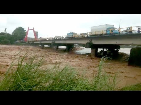 Begini Kondisi Luapan Sungai Jenneberang Terpantau dari Jembatan Kembar Gowa thumbnail