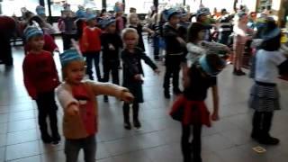 Derde kleuterklassen dansen