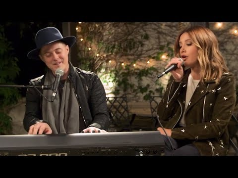 Ashley Tisdale & Lucas Grabeel Reunite For Epic High School Musical Duet & Reveal SURPRISING Secret