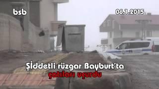 Şiddetli rüzgar Bayburt'ta çatıları uçurdu