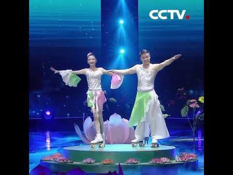 Amazing rollerskating girl | CCTV English