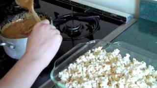 How To Make Chocolate Drizzled Caramel Corn
