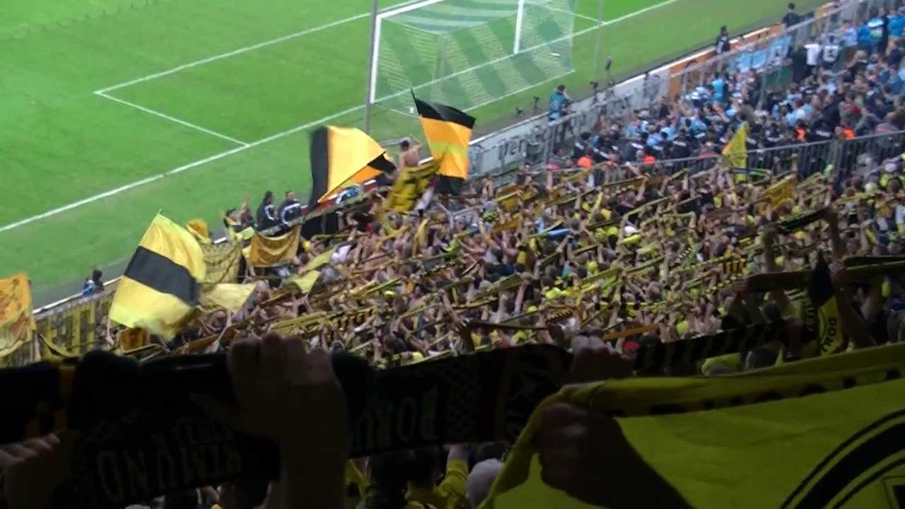 Stimmung BVB Gästeblock: TSV 1860 München - Borussia Dortmund  BVB Fans DFB Pokal Atmosphere