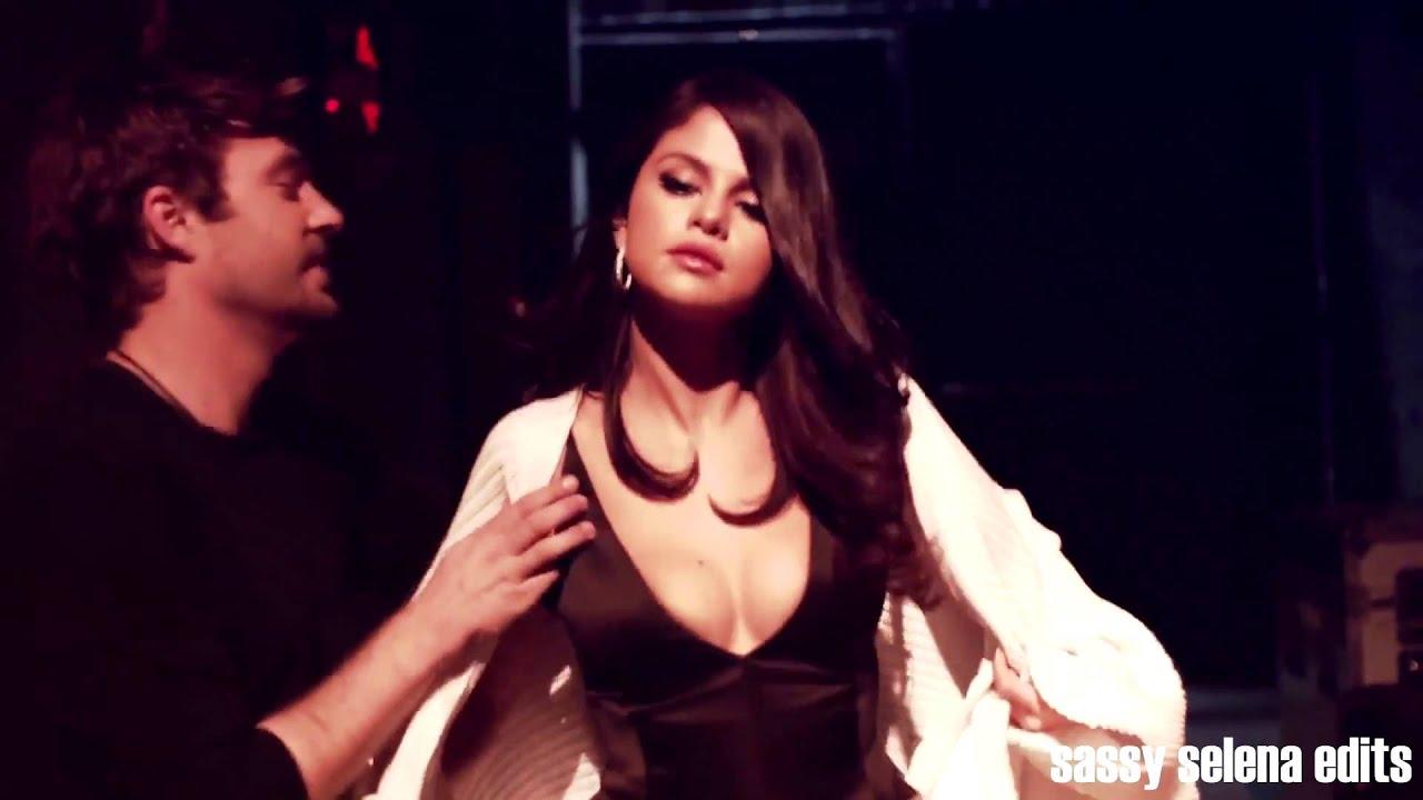 Selena Gomez Undressed
