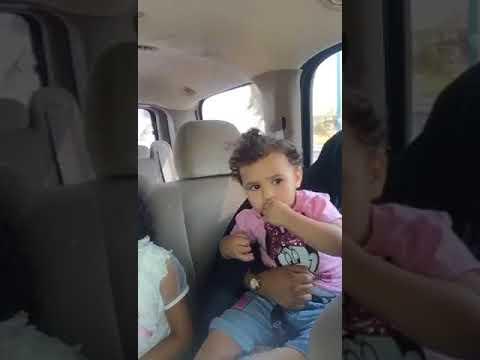 شاهد  مواطن يعثر على طفلة بالكورنيش
