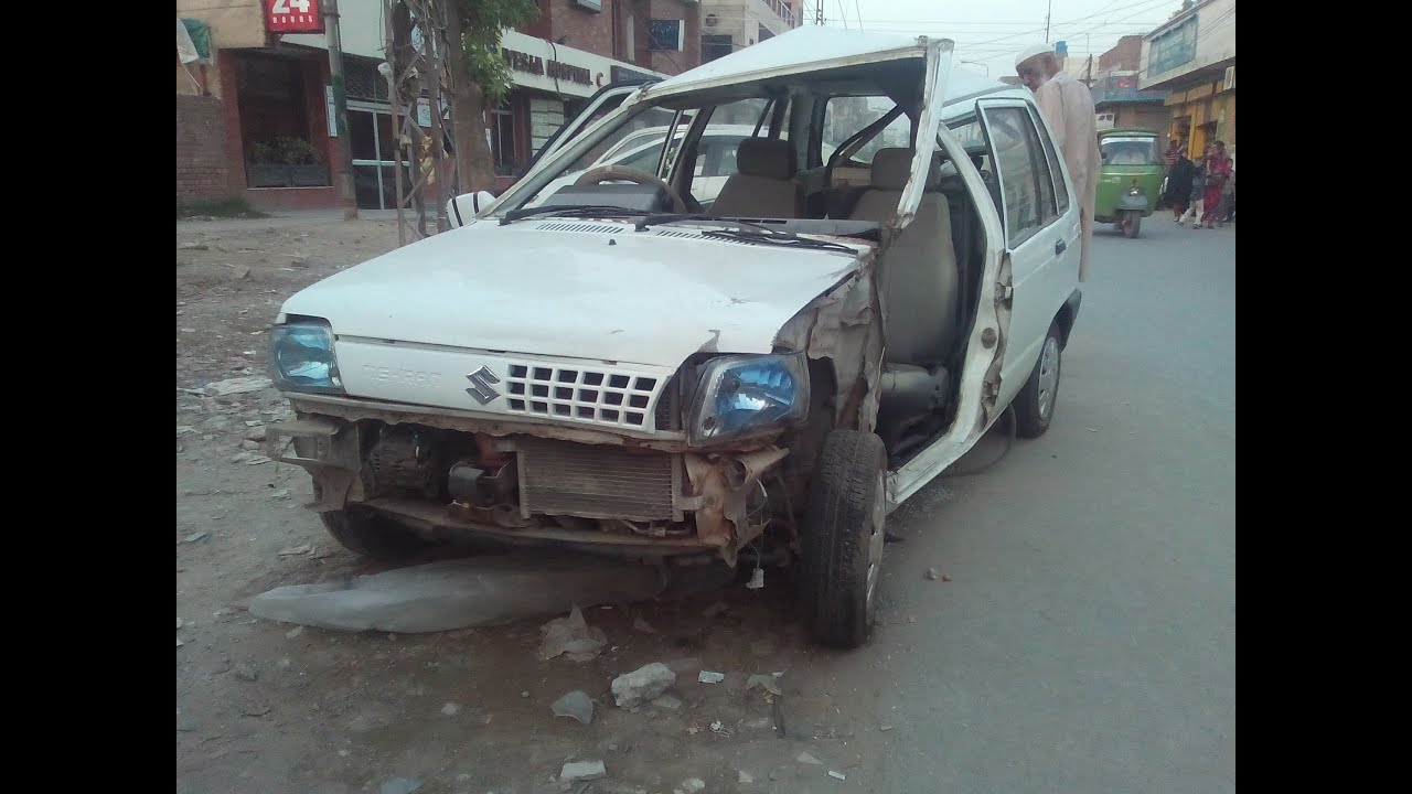 Must Watch Suzuki Mehran Car Crashed Accident On The Road