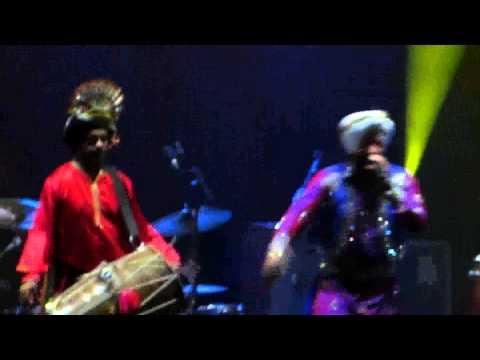 Malkit Singh - Nach Billo - Live Performance - Hammersmith Apollo.avi