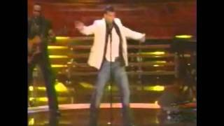 Ricky Martin y Debi Nova -  Drop it On Me