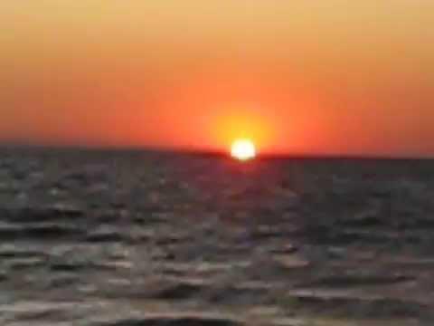 Рассвет на море, очень красиво...романтично...