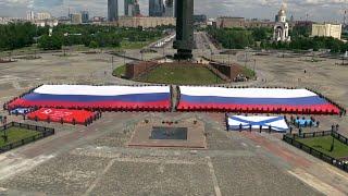 30 лет назад впервые в новейшей истории трехцветное полотнище подняли над российским Белым домом.