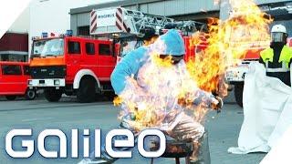 Brennbare Kleidung | Galileo | ProSieben