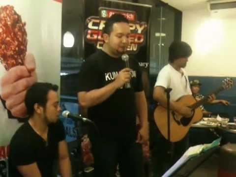 John Michael Bueno LIVE at Greenwich Barkada Karaoke Night 2012