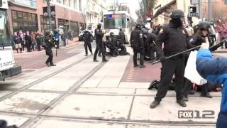 Portland Police respond to protesters blocking traffic 1/25/2017