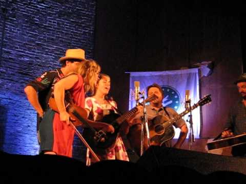 NFF 2014  Watkins Family Hour Sara, Sean, Slim, and Aoife sing Springsteen