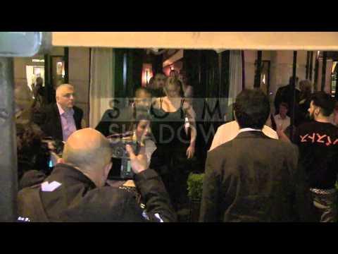 Jennifer Lawrence having diner at L'Avenue in Paris