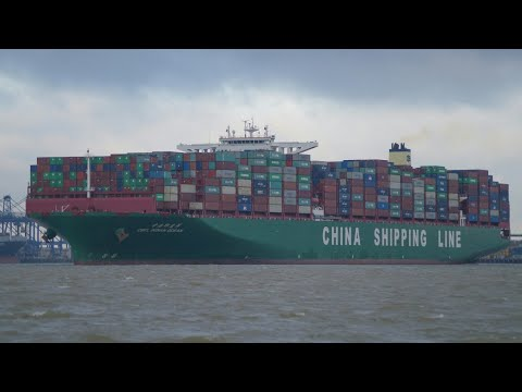 400m length CSCL INDIAN OCEAN departs port of felixstowe 29/11/17