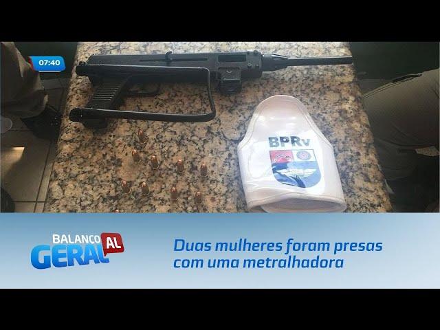 Duas mulheres foram presas com uma metralhadora, drogas e 27 mil reais
