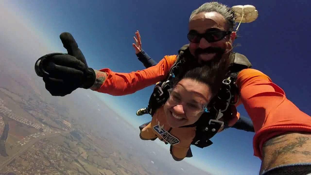 Salto de Paraquedas da Karoline na Queda Livre Paraquedismo 30 07 2016