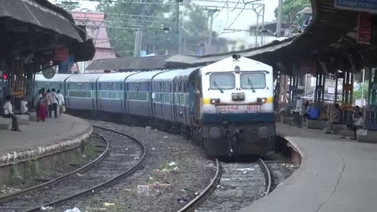 12617 Mangala Lakshadweep Express Delightfully Curving In & Out Of Ambivli,  Central Railway - YouTube