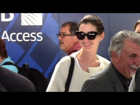 Anne Hathaway Graceful And Patient At LAX